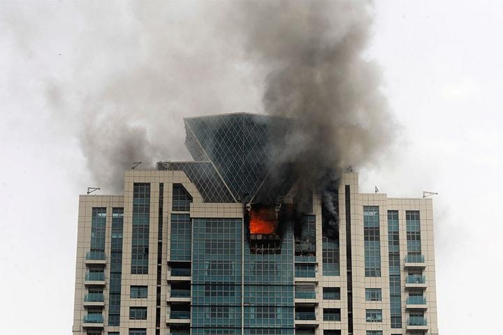 Nach Angaben der Feuerwehr ist das Feuer im 33. Stock des Wohngebäudes ausgebrochen.