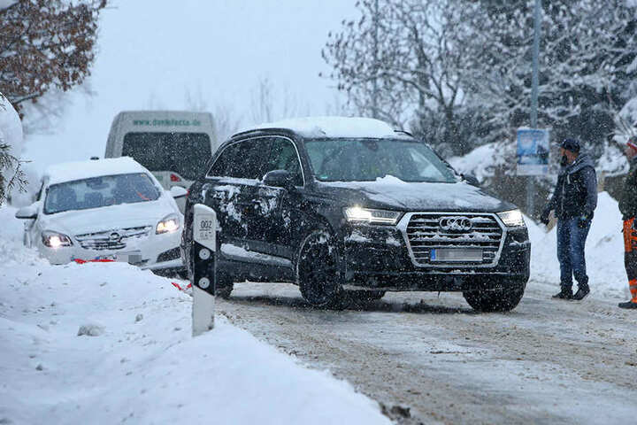 In Hohenstein-Ernstthal rutschte ein Opel in den Straßengraben.