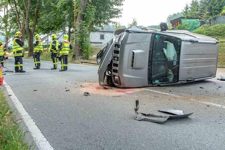 Der Fahrer wurde verletzt.