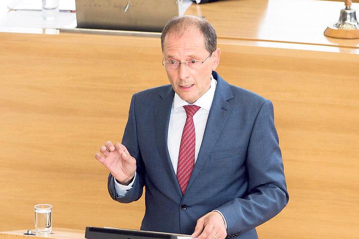 Die Echtheit des Schreibens wird derzeit geprüft, so Innenminister Markus  Ulbig (52, CDU). Ermittelt werde in alle Richtungen.