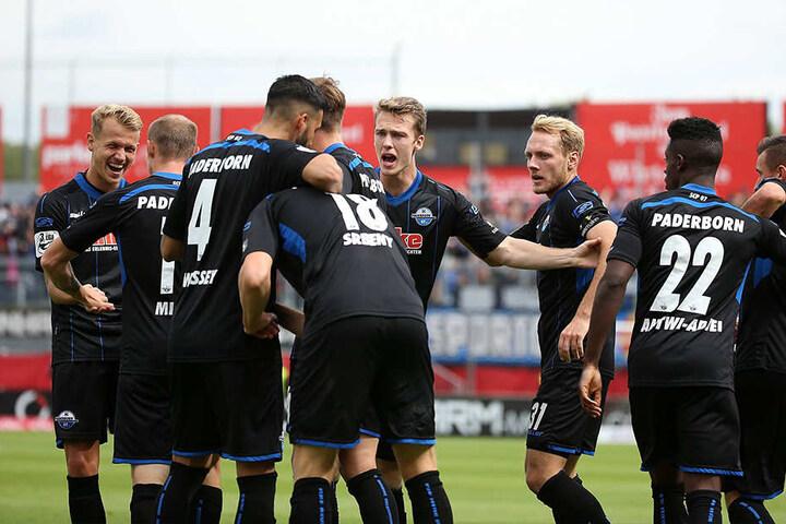 Spitzenreiter! Die Mannschaft des SCP fuhr mit guter Laune wieder zurück nach Paderborn.