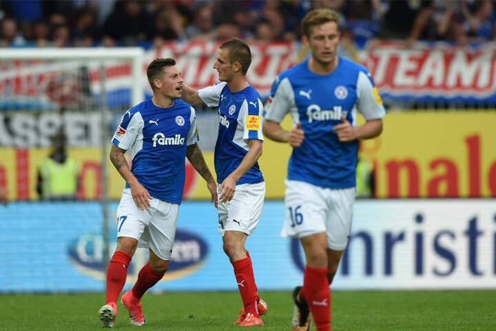 Nach einem 0:2-Rückstand konnten die Kieler die Partie in letzter Minute noch mit einem 2:2 Unentschieden gegen SV Sandhausen drehen.