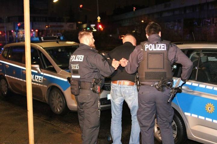 Die Polizei ließ den zwischenzeitlich festgenommenen Mann nach der Tatort-Aufnahme wieder frei.