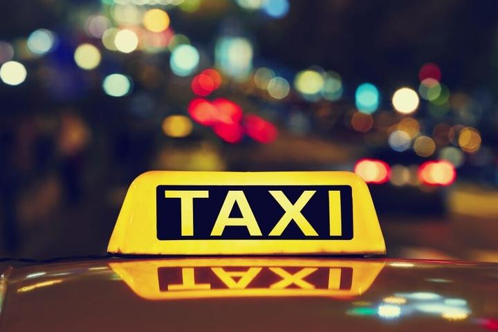 Der Mann (52) hatte bei einem Raubüberfall auf einen Taxifahrer in Düsseldorf 100 Euro erbeutet (Symbolbild).
