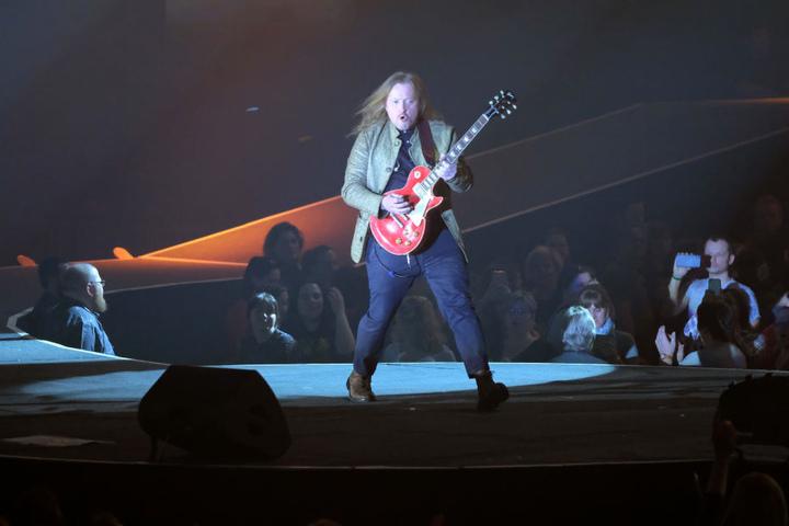 Joey Kelly rockt die Sachsenarena. Die Tournee ist die erste der familiären Pop- und Folk-Band seit 1999.