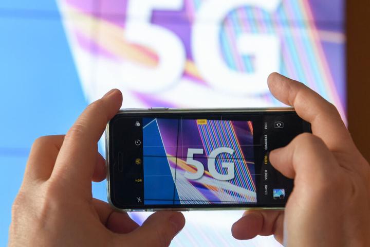 Seit Dienstag läuft die Auktion der Frequenzen für den neuen Mobilfunk-Standard. (Symbolbild)