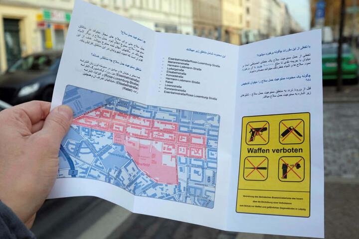 Mit solchen Flyern, die auch in arabischer Sprache abgefasst wurden, macht die Stadt auf die Waffenverbotszone aufmerksam.