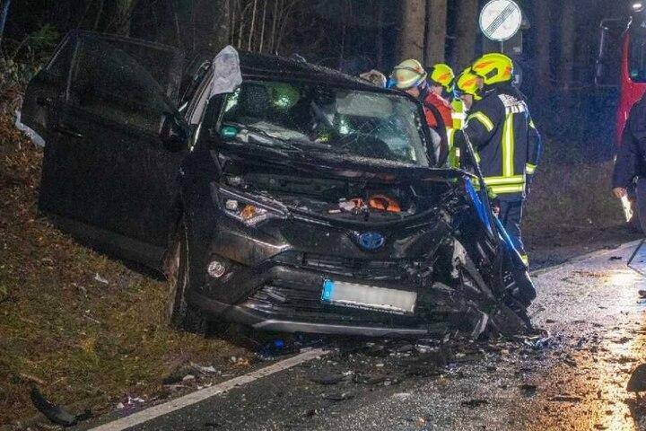 Alle vier Insassen des entgegenkommenden Toyota wurde bei dem Unfall verletzt.