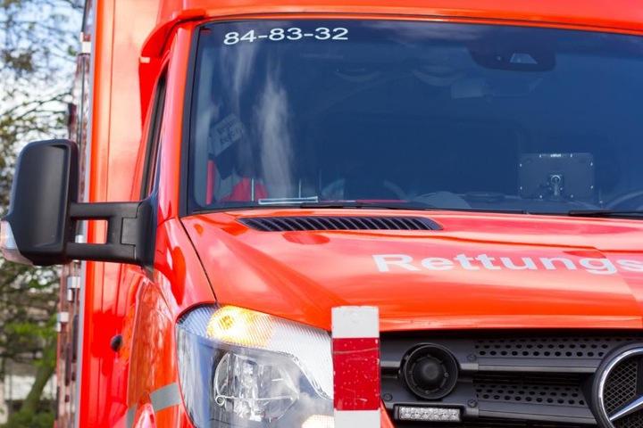 Die Renault-Fahrerin wurde mit leichten Verletzungen ins Krankenhaus gebracht. (Symbolbild)