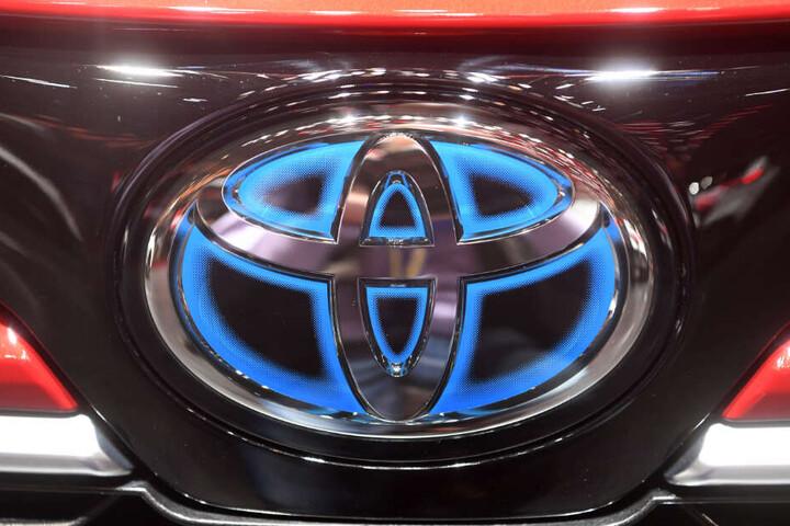 Toyota ruft weltweit rund 3,4 Millionen Autos wegen einer möglichen Fehlfunktion der Bordelektronik zurück.
