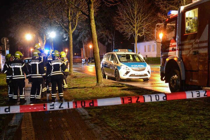 Feuerwehrmänner am Unfallort.