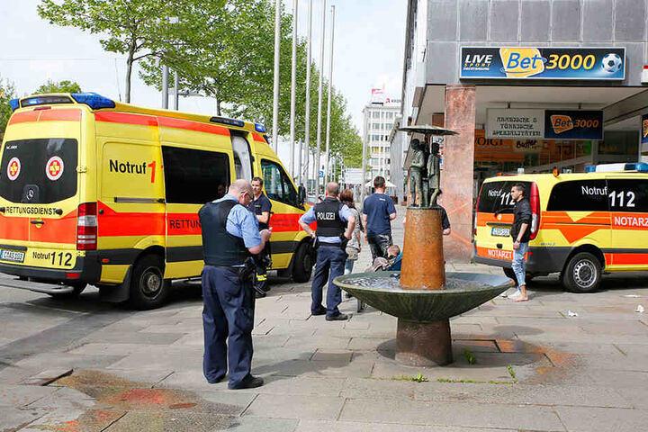 Einsatzkräfte nach einem Messerangriff in Chemnitz.In der Waffenstatistik lag die Stadt eher hinten.