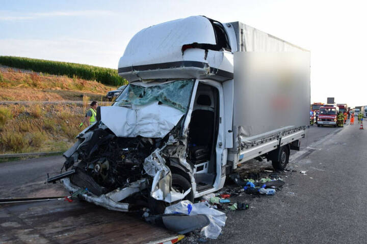 Der Sprinter wurde bei dem Unfall völlig zerstört.