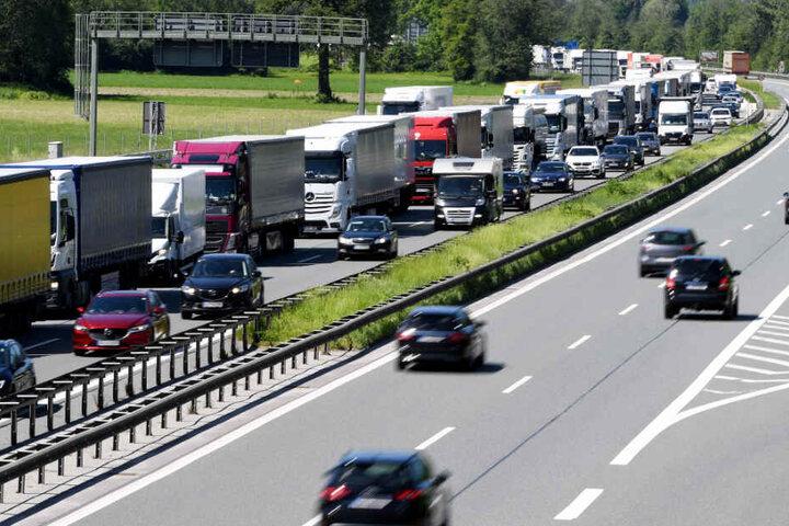 Die sogenannte Blockabfertigung von Lastwagen sorgt aktuell für einen erheblichen Streit.