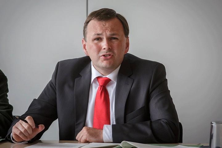 Linken-Chef André Schollbach kritisiert den Umgang der Versammlungsbehörde mit PEGIDA heftig.