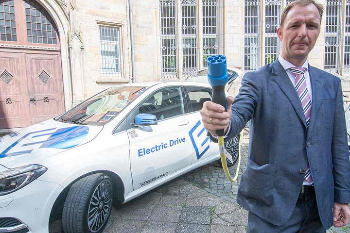 Steffen Linnert (42) zeigte sich begeistert von der rein elektrisch betriebenen B-Klasse.