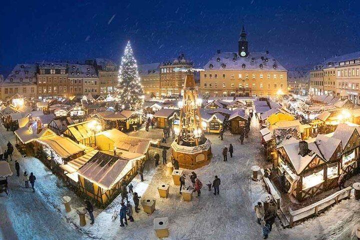 Der Annaberger Weihnachtsmarkt: Hier brennt die Beleuchtung am längsten, und zwar bis 2. Februar.