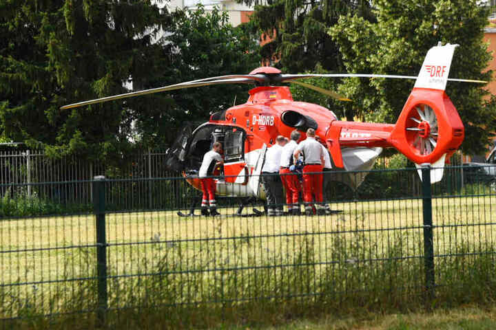 Der Mann kam per Hubschrauber in eine Spezialklinik.