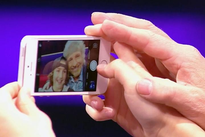 Gottschalk posierte natürlich auch noch für ein Selfie mit dem Neunjährigen.