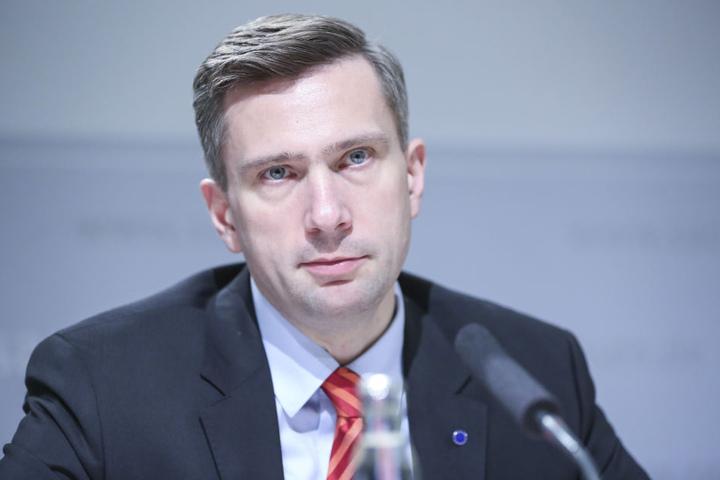 Sachsens Verkehrsminister Martin Dulig (43, SPD). Sein Haus greift jetzt auf der A4 durch.