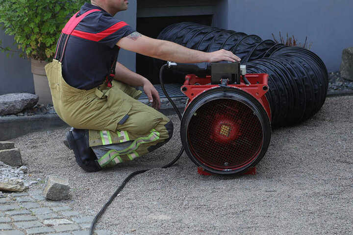 Das Gas musste mit diesem Gerät abgepumpt werden.