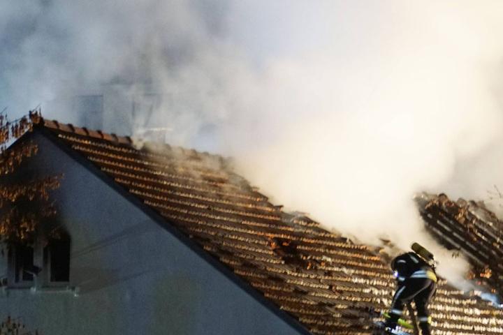 Die Feuerwehr konnte trotz aller Versuche das Gebäude nicht retten.