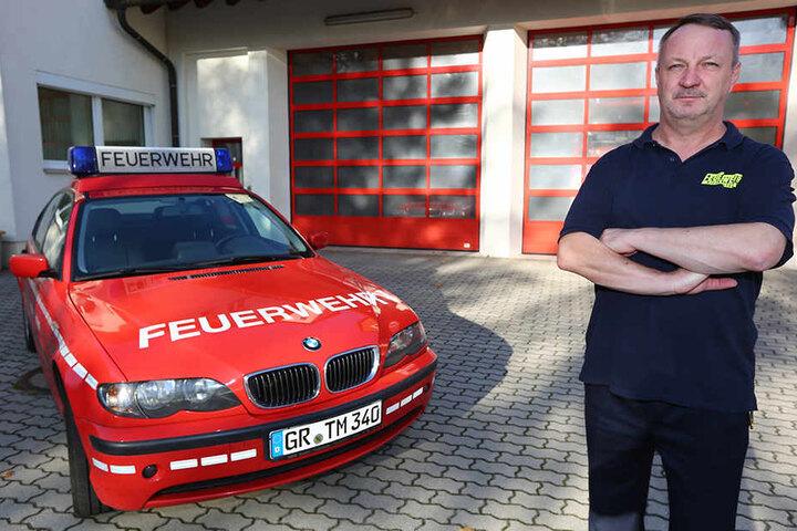 Stadtwehrleiter Steffen Block (54) ärgert sich über den dreisten Einbruch.
