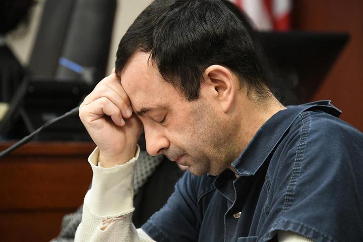 Fassungslosigkeit im Gesicht von L. Nassar: Der Turn-Arzt wurde wegen des Missbrauchs von Minderjährigen zu 175 Jahren Haft verurteilt.