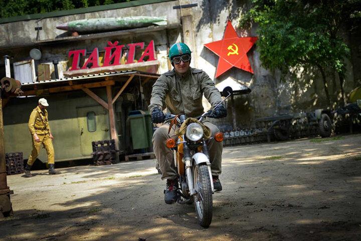 Total abgefahren! In einem alten Russenbunker hat der  Armee-Spaß-Verein sein Domizil.
