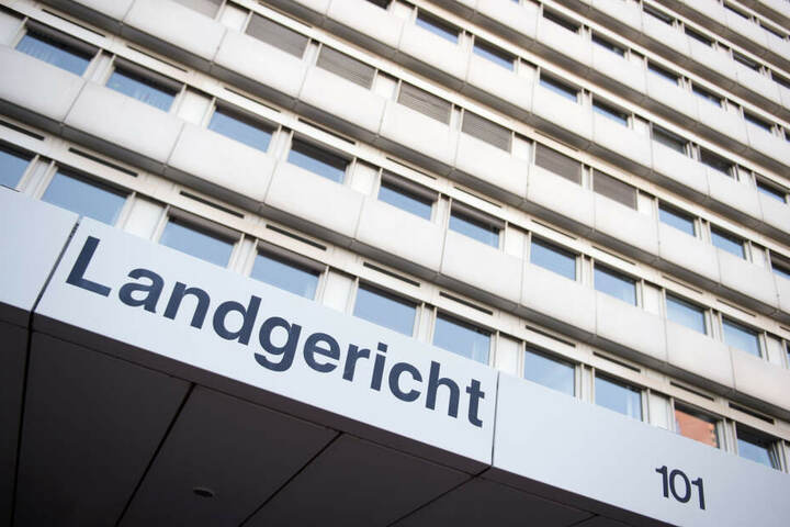 Der Prozess gegen die sieben Angeklagten findet vor dem Amtsgericht Köln statt.