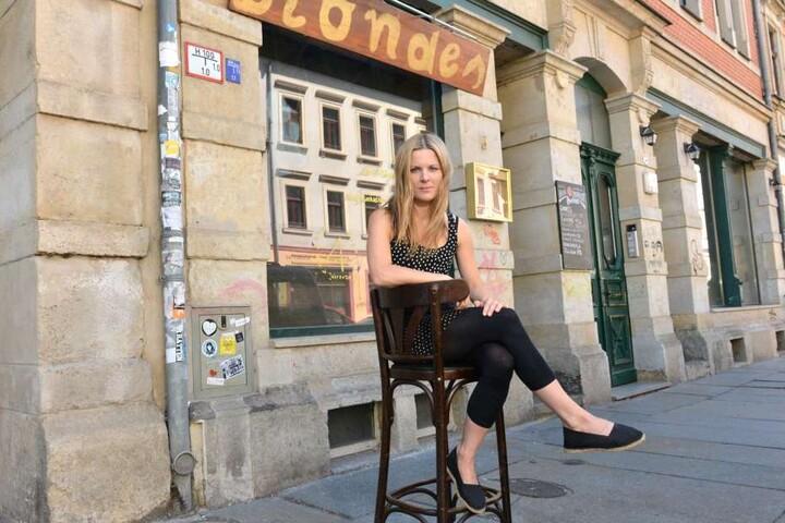 """Glück gehabt: Nach erstem Verbot darf """"Blonde""""-Chefin Eva Grau (30) doch noch ihre Bühne aufbauen."""