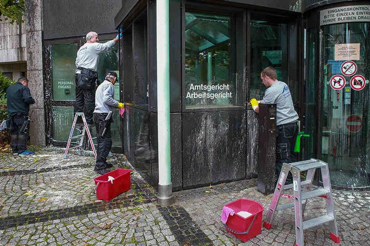 Neben dem Gerichtsgebäude wurden auch zwei Schulen in Bielefeld zum Tatort.