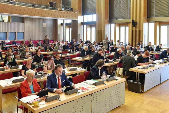 Wilde Diskussionen im Dresdner Stadtrat. Auch die Grünen und die CDU gerieten aneinander.