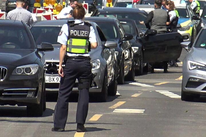 Die Polizei kontrollierte die Autos des Hochzeitkorsos. (Symbolbild)