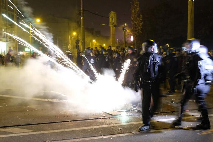 In der Silvesternacht hatte es am Connewitzer Kreuz schwere Ausschreitungen gegeben, bei denen mehrere Personen, darunter vier Polizisten, verletzt wurden.