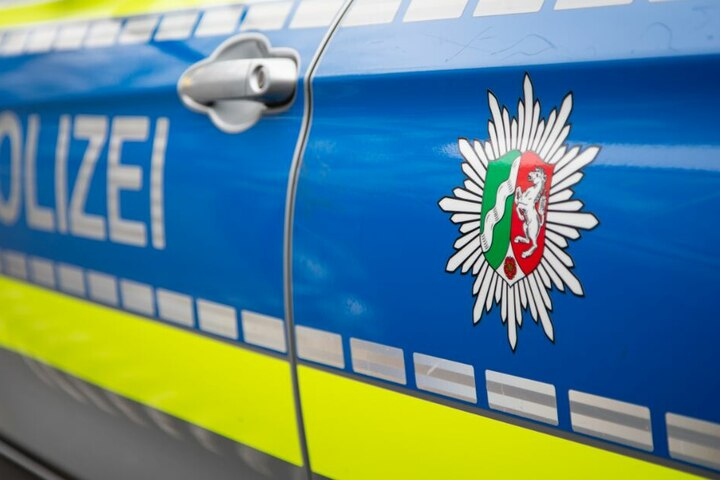 Die Polizei veranlasste, dass dem Autofahrer eine Blutprobe entnommen wurde. (Symbolbild)