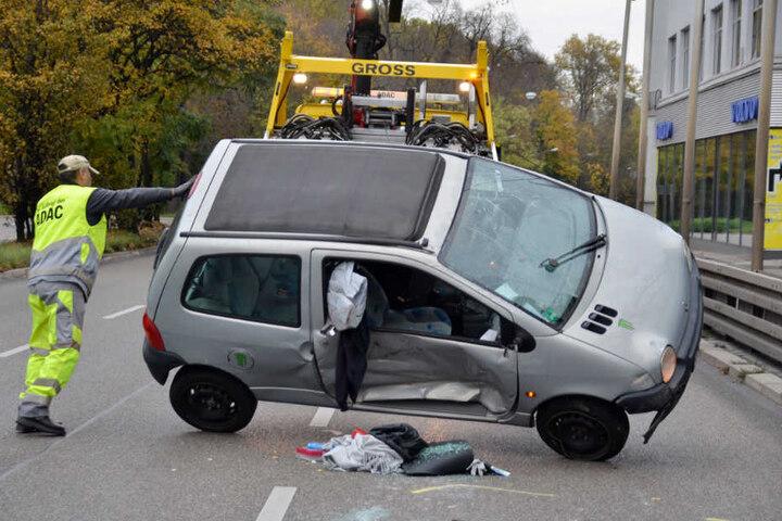 Am Renault entstand wohl Totalschaden.
