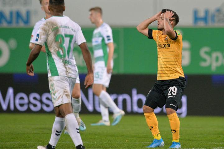 Dynamos Sascha Horvath (r.) kann es nicht fassen.