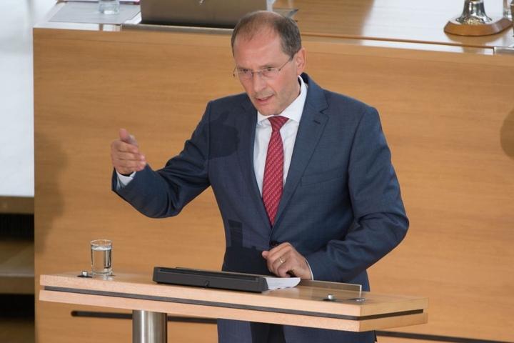 Ausreisepflichtige werden im Gewahrsam nicht wie Straftäter behandelt,  stellte Innenminister Markus Ulbig (53, CDU) klar.