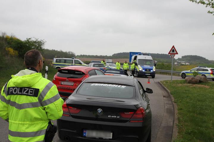Die Polizei sperrte den Rastplatz ab und kontrollierte die Fahrzeuge.