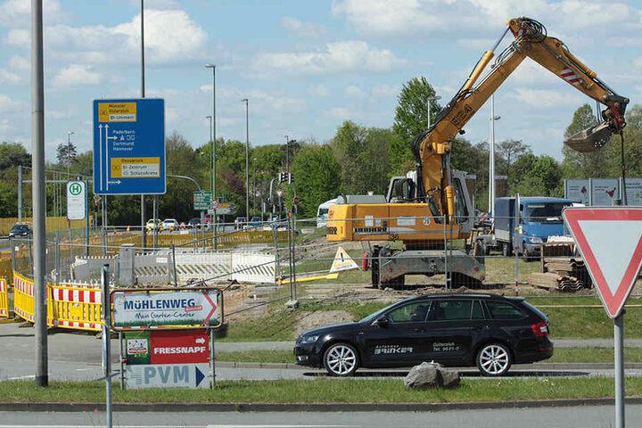 Hier entsteht eine dritte Ausfahrspur, weil sich der Verkehr mehr Richtung Ostwestfalendamm verlagert hat.
