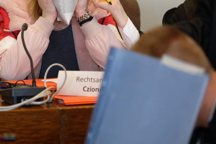 Einer der Angeklagten vor Gericht in Köln.