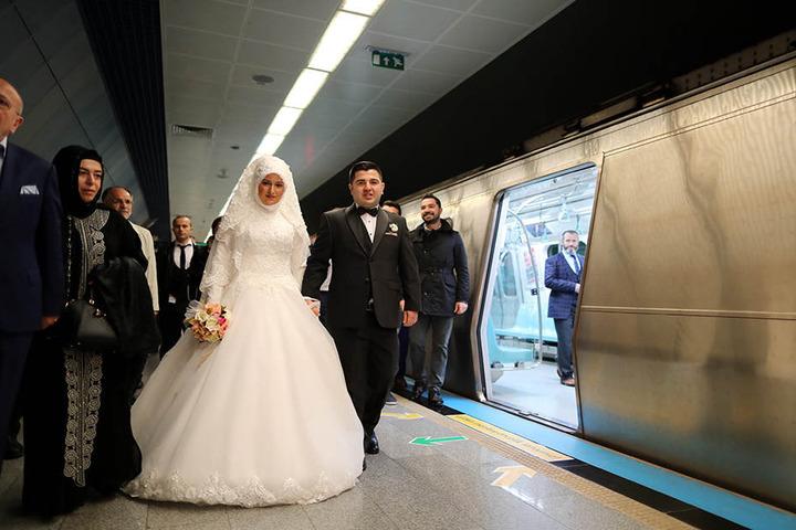Die Trauung des Paares fand in einer Station statt.