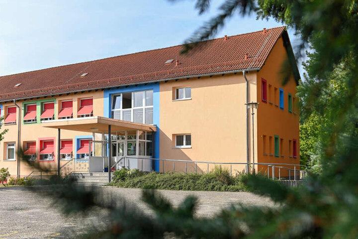 An der kleinen Schule in dem 2500-Einwohner-Örtchen Lampertswalde lernen insgesamt 149 Kinder, zehn davon sind Zwillinge.