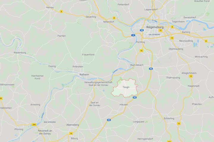 Bei einem Faschingsumzug in Teugn in Bayern wurde eine 18 Jahre alter Mann schwer verletzt.