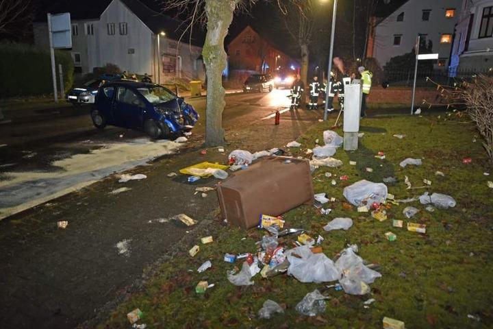Zuvor hatte der Fahrer zwei Mülltonnen umgefahren.