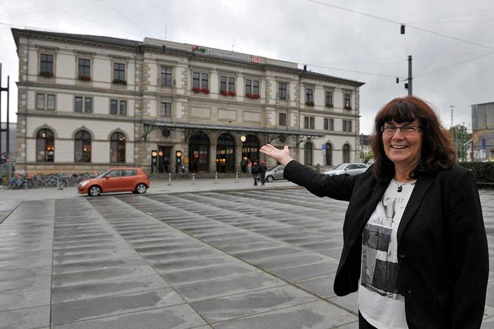 bahnhofsmanagerin Ute Stuhl (53) möchte mehr Besucher in den Bahnhof locken.