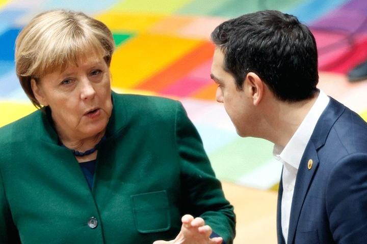 Bundeskanzlerin Angela Merkel (hier mit mit dem griechischen Ministerpräsidenten Alexis Tsipras) ließ Erdogans Vorwürfe über ihren Sprecher zurückweisen.