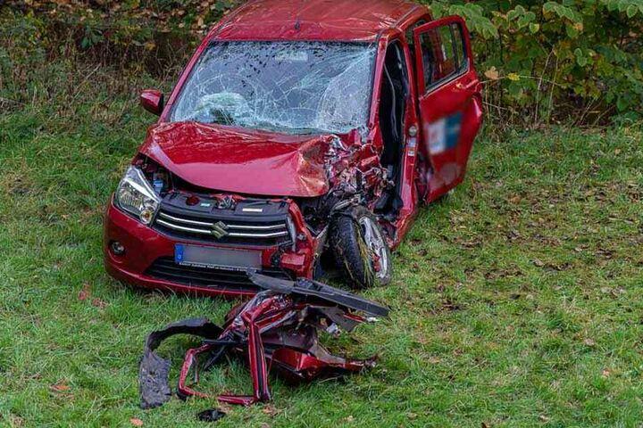 Der Suzuki-Fahrer wurde bei dem Crash schwer verletzt.