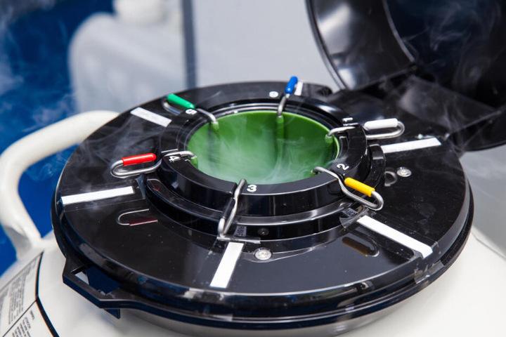 Stickstoff verflüssigt sich unter Normaldruck ab einer Temperatur von minus 196 Grad. Er soll den Strom-Schwund extrem reduzieren.
